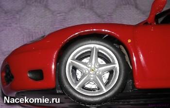 Логотип Феррари на колесных дисках у модели из Тестовой серии ferrari collection